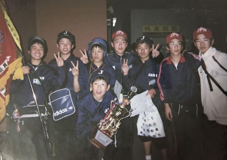 日本代表として台湾遠征に行った時・一番左で旗を持ってるのが僕